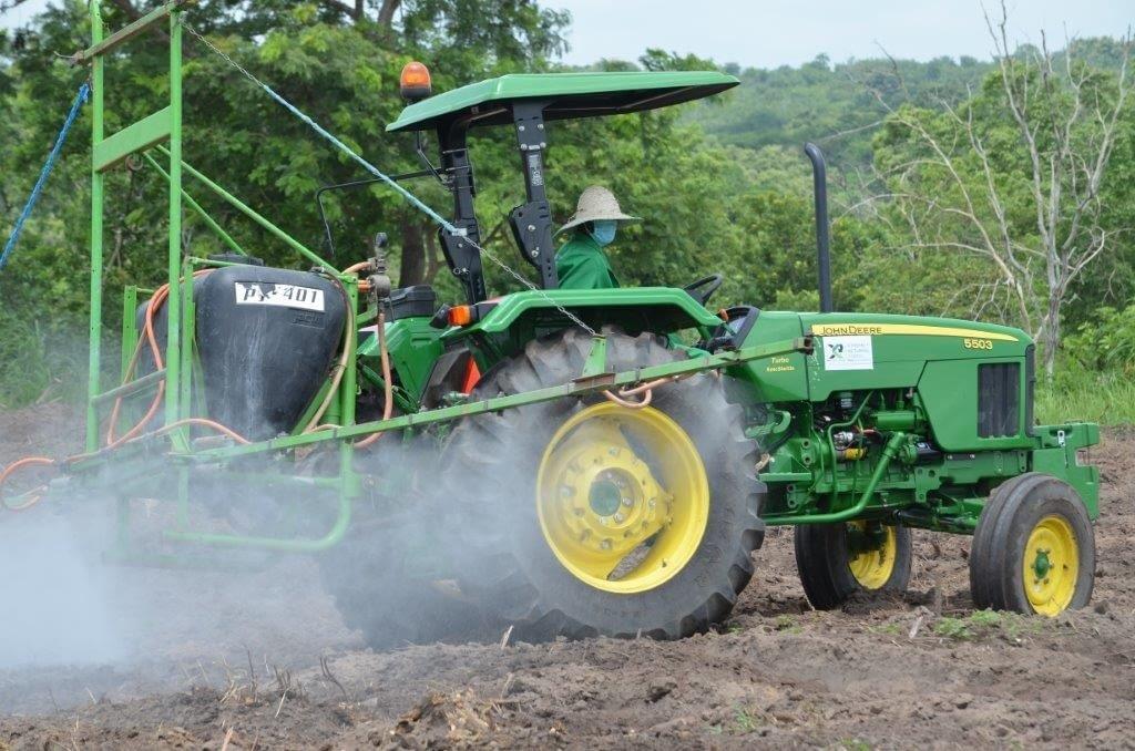 John-Deere-5503-with-Jacto-Boom-Sprayer-Xtreme-Returns-Farms-1024x678